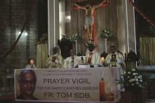 Mass Fr Tom